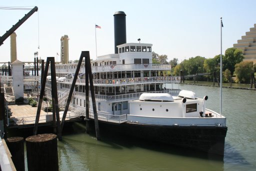 deltakingriverboat.jpg