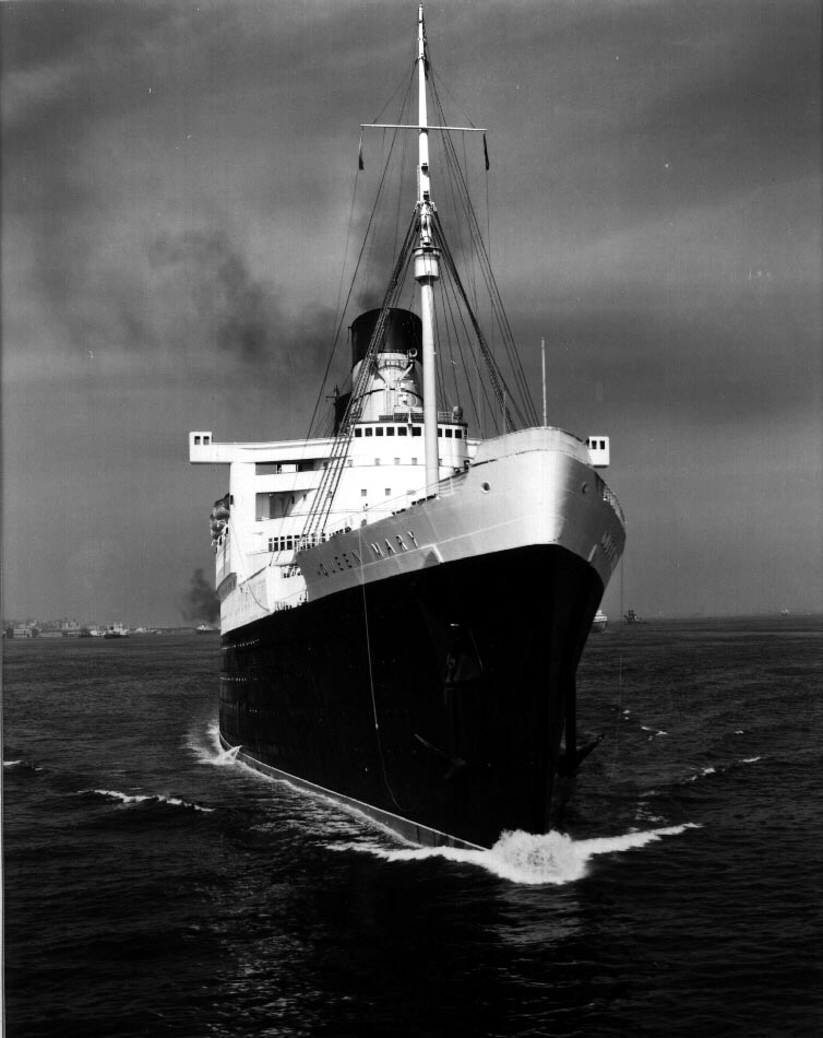RMS Queen Mary Newsreel – 1936 – The song heard is Horatio ...