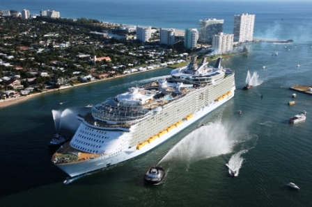HISTORY SETTING OASIS OF THE SEAS THE LARGEST CRUISE SHIP IN THE - Biggest cruise ships in history