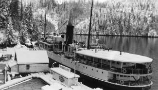 The-steamer-Cardena-in-at-Sullivan-Bay