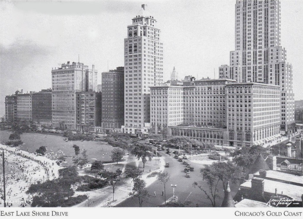 POSTCARD - CHICAGO - EAST LAKE SHORE DRIVE - OAK STREET BEACH - DRAKE HOTEL - 1920s - CHICAGO GOLD COAST SERIES