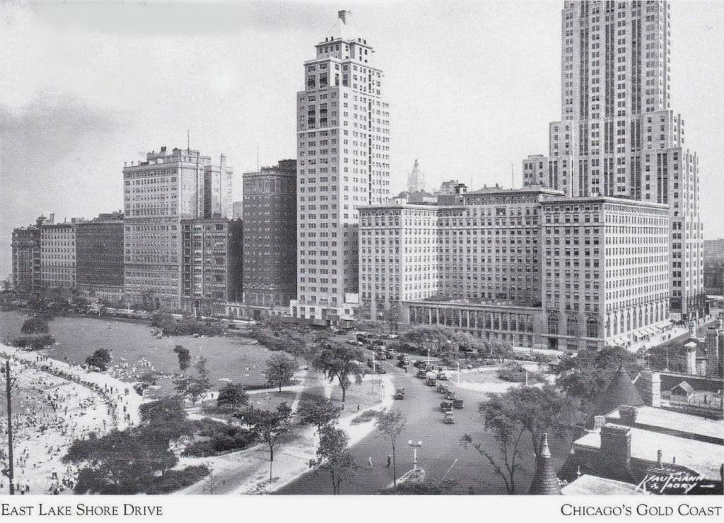 POSTCARD - CHICAGO - EAST LAKE SHORE DRIVE - OAK STREET BEACH - DRAKE HOTEL - 1920s - CHICAGO GOLD COAST SERIES
