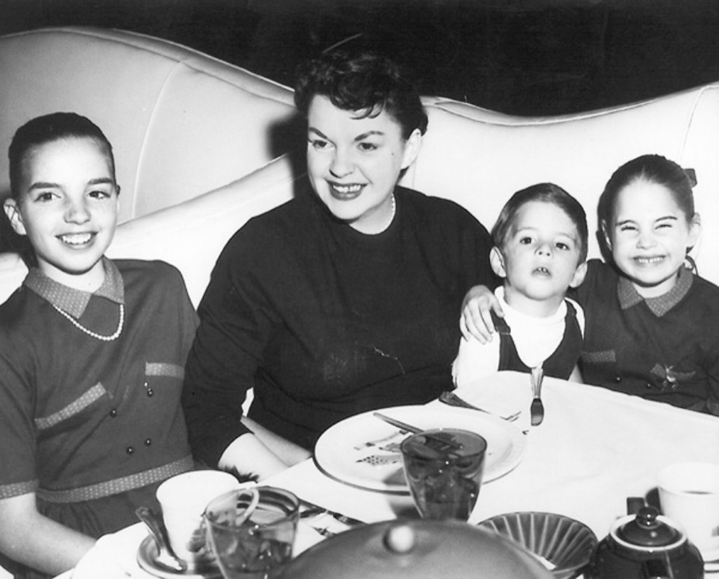 Judy Garland with her children, Liza, Joey and Lorna, in the Pump Room. www.cruisingthepast.com