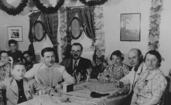 Jewish-Passengers-Dining-MS-St-Louis