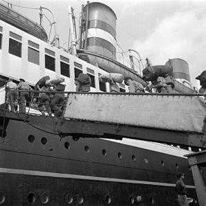 SS_Volendam_(1),_31_July_1947