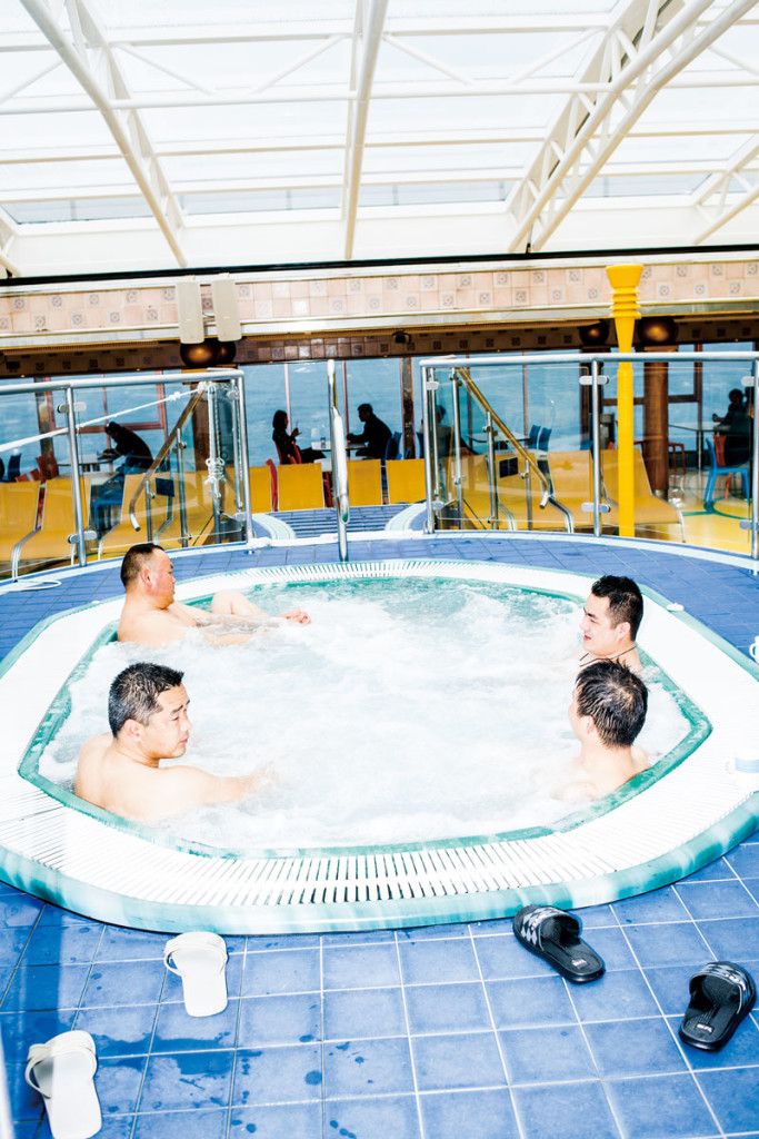 china_cruise_hottub